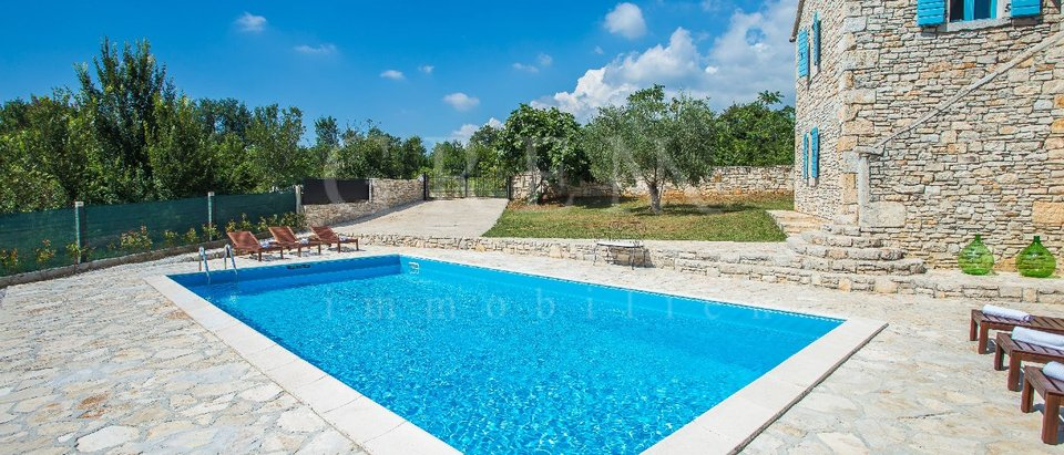 Stone house 15 km from Poreč with sea view
