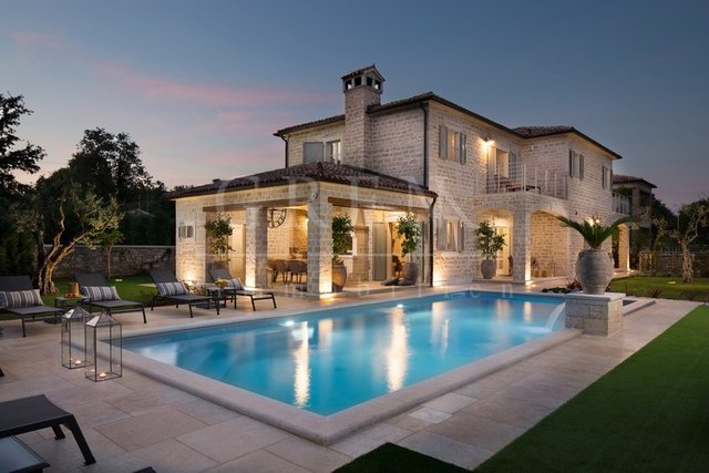 House, 359 m2, For Sale, Poreč