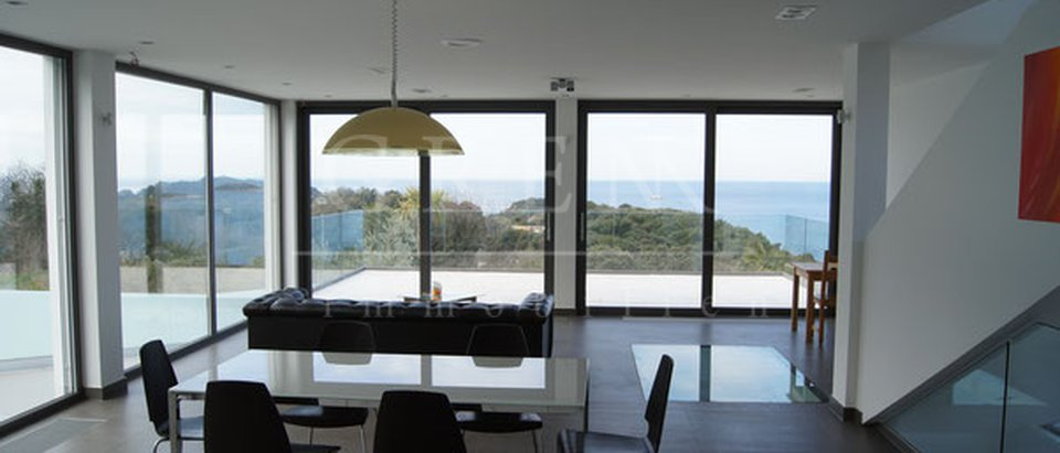 MODERN DREAM VILLA WITH 180-DEGREE VIEW OF  15 ISLANDS