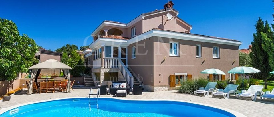 House, 460 m2, For Sale, Poreč