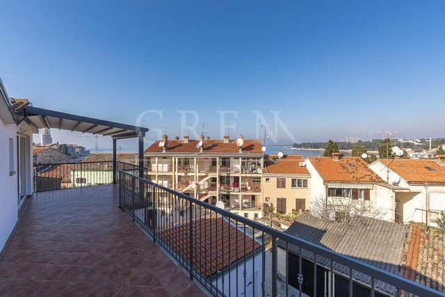 Penthouse in the center of Porec sea view