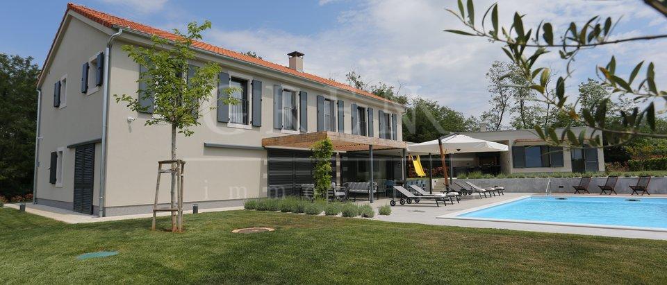 House, 390 m2, For Sale, Poreč