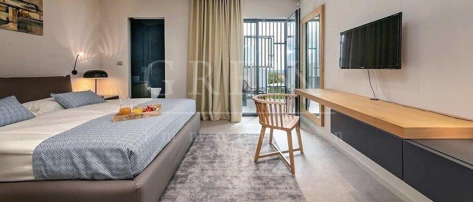 Moderne Designer-Luxusvilla mit Meerblick