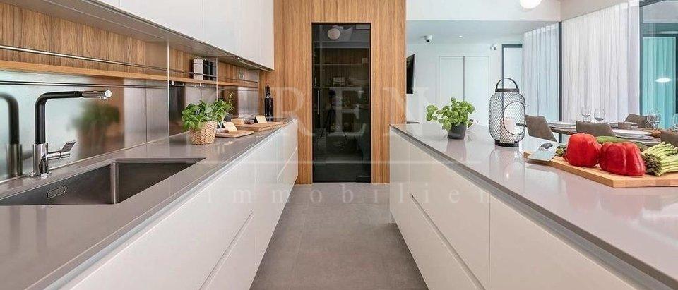 Casa, 280 m2, Vendita, Poreč