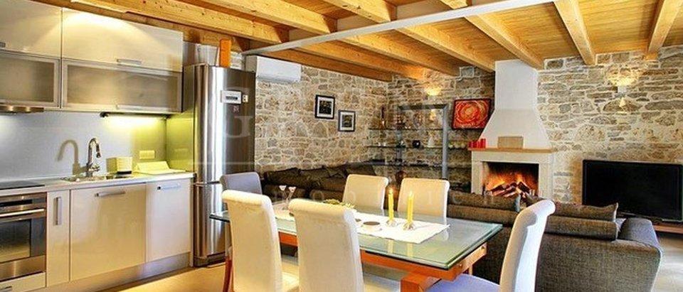 Steinvilla mit Weinhandlung